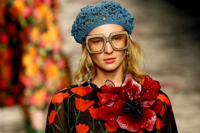 1318-model-presents-creation-guccis-springsummer-2016-collection